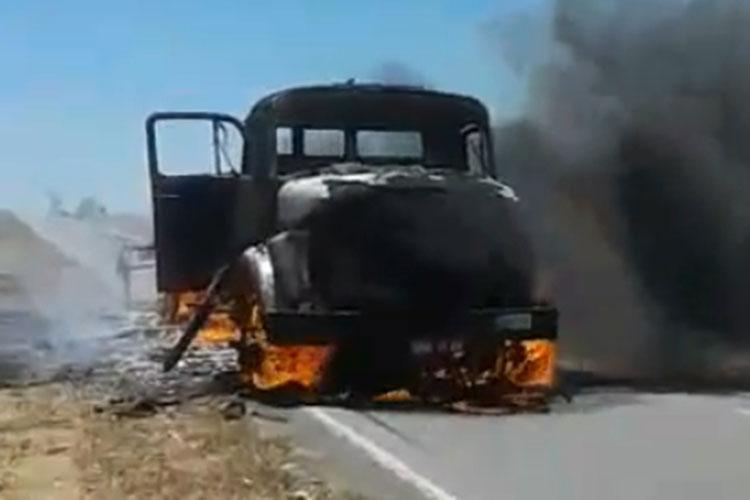 Curto circuito causa incêndio em caminhão próximo ao município de Rio do Pires