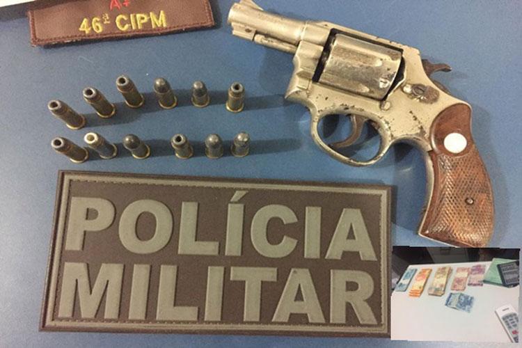 Paramirim: Três homens são presos em carro de luxo com arma e mais de R$ 3 mil em dinheiro