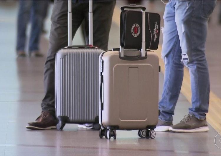 Jair Bolsonaro veta bagagem de até 23 kg gratuita