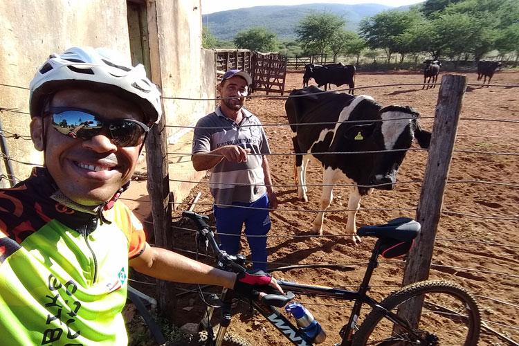 Pedal na Roça: Caseiro relata dia-a-dia na criação de gado e produção de leite na Fazenda Boa Sorte