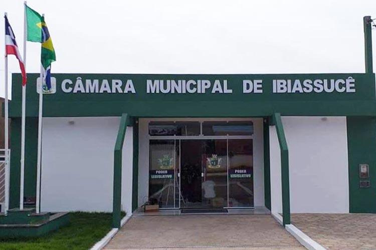 Ministério Público recomenda revogação de aumento em 36,36% do salário dos vereadores de Ibiassucê