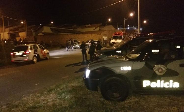 Homem armado mantém esposa e bebê reféns no interior de São Paulo