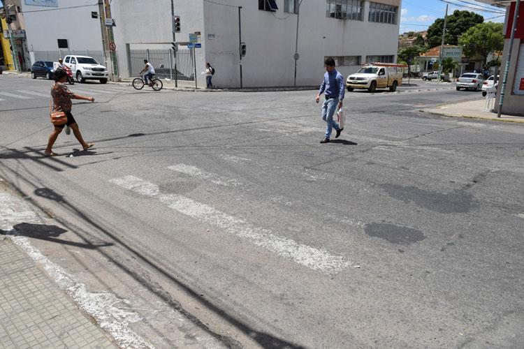 Sem focal e sem faixa para pedestres, semáforos de Brumado funcionam de forma irregular