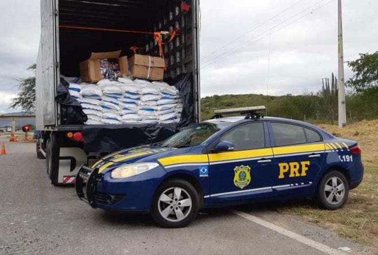 Jequié: Motorista é detido com mais de 22 mil peças de roupas sem nota fiscal em carga de sal
