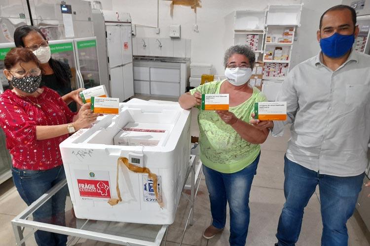 Brumado recebe 627 doses da vacina e inicia primeiras imunizações com os profissionais da saúde