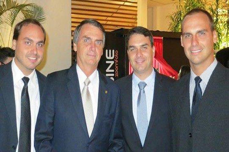 Grupo de hackers vaza em rede social supostos dados pessoais de Bolsonaro, filhos e ministros