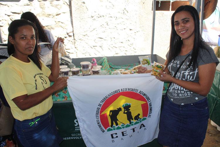Farinha da banana produzida em Santa Luzia ganha destaque na Feira da Agricultura Familiar em Brumado