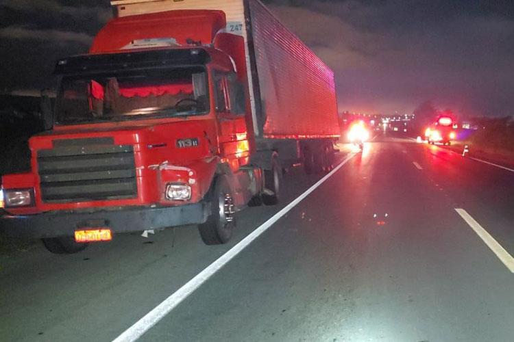 Homem morre após ser atropelado por carreta na BR-116 em Vitória da Conquista
