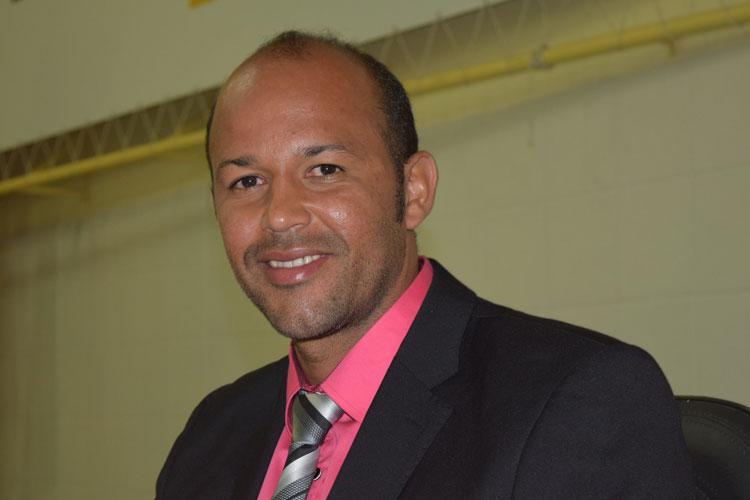 Vereador Elias Pereira se intitula independente de bancada na Câmara de Brumado