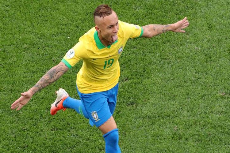 Brasil goleia Peru e se garante nas quartas de final da Copa América