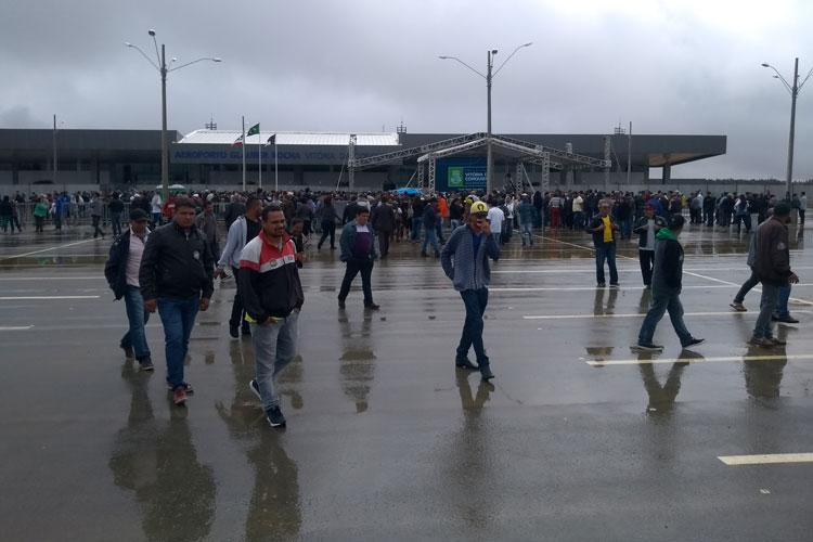 Público comparece a inauguração do Aeroporto Glauber Rocha em Vitória da Conquista