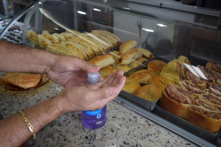Brumado: Repartições públicas desobedecem lei estadual de fornecer álcool em gel a usuários