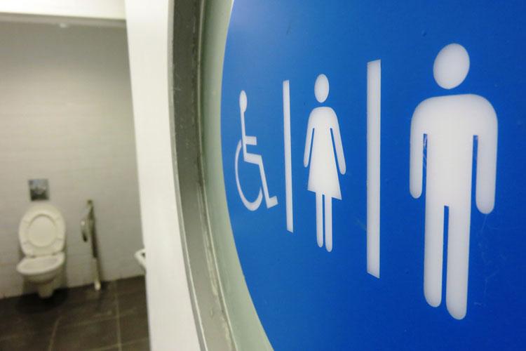 Empresa é condenada a pagar R$ 10 mil por controlar idas ao banheiro