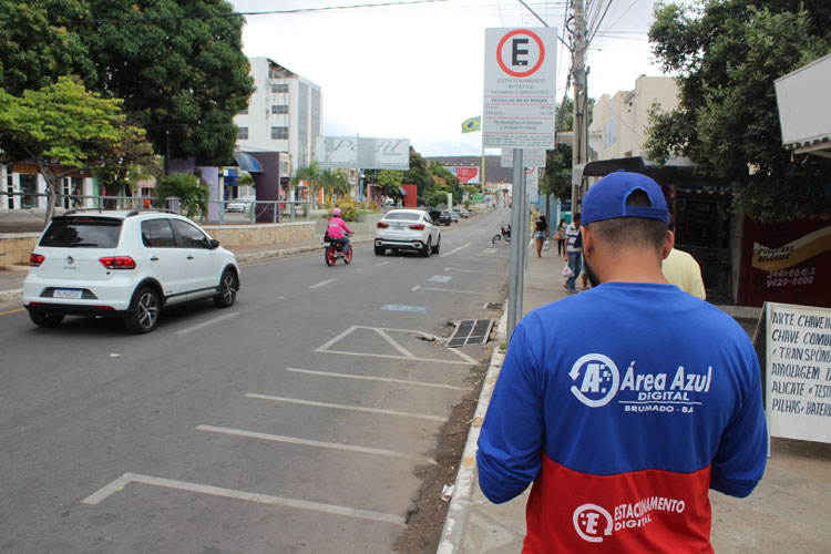 Ruas vazias no primeiro dia de área azul no centro de Brumado