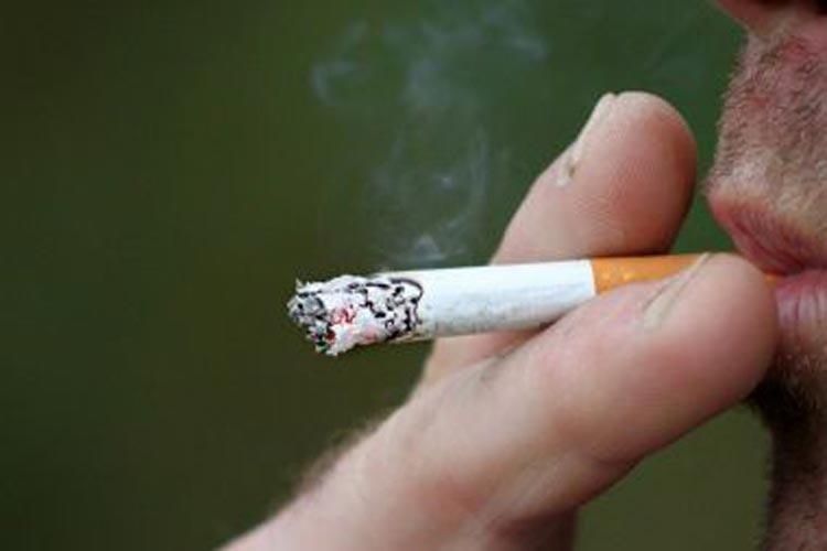 Fumantes são mais propensos a desenvolver casos graves da Covid-19, diz OMS