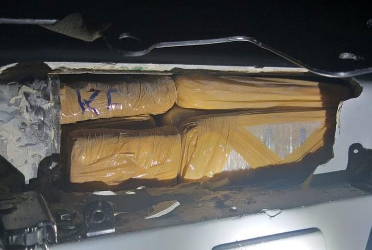 Jequié: Homem é preso com 25 kg de droga escondida no bagageiro do carro