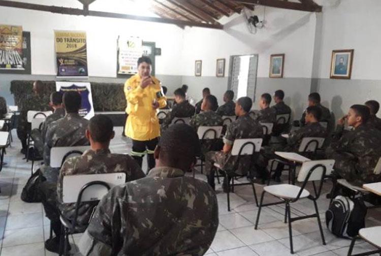 Brumado: Tiro de Guerra recebe palestra sobre a Semana Nacional do Trânsito