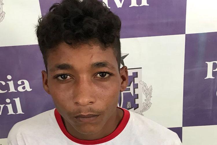 Homem com mandado de prisão em aberto é preso no centro comercial em Brumado