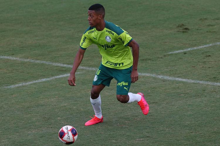 Brumadense comemora bom momento no time profissional do Palmeiras