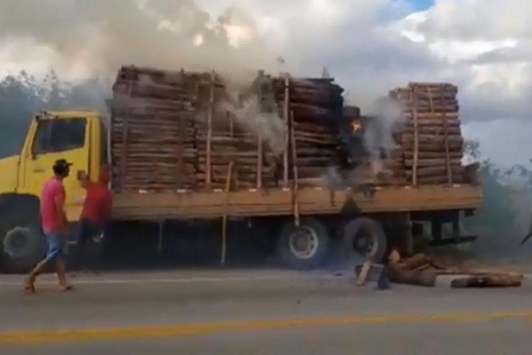 Incidente envolvendo caminhão carregado de eucalipto é registrado na BA-262 em Aracatu