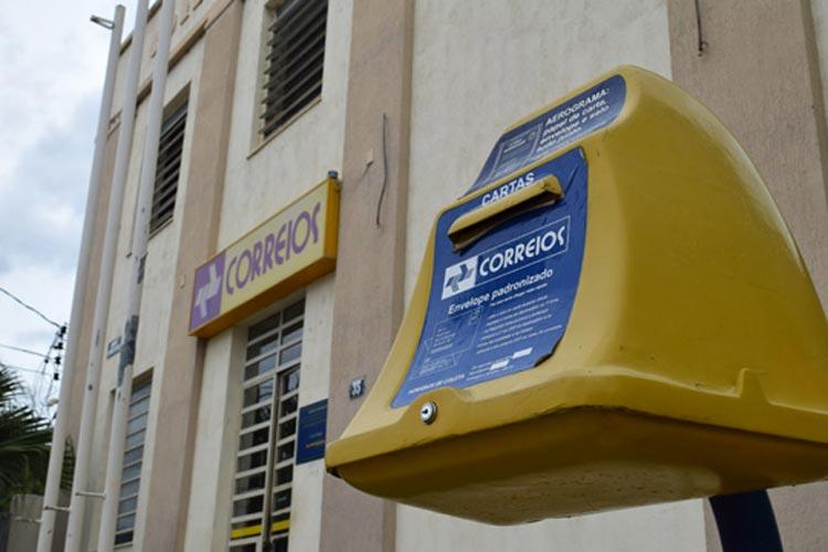 Mesmo com perda de mais 40% nos subsídios salariais, servidores dos Correios suspendem greve