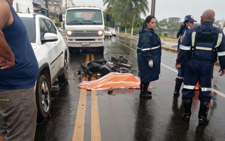 Batida entre moto e dois carros mata enfermeira que seguia para o trabalho em Ilhéus
