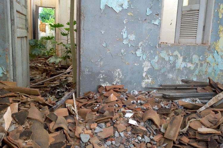 Brumado: Casas abandonadas atraem ratos e animais peçonhentos na Rua Osvaldo Cruz