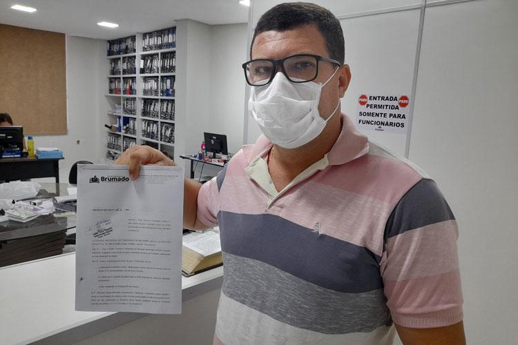 Rey de Domingão protocola projeto para doação de uniformes e óculos aos alunos de Brumado