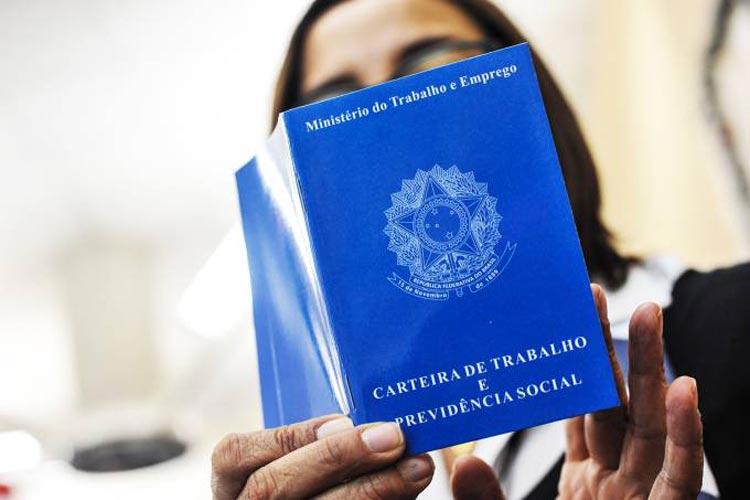 Brasil cria 70,8 mil empregos com carteira em outubro