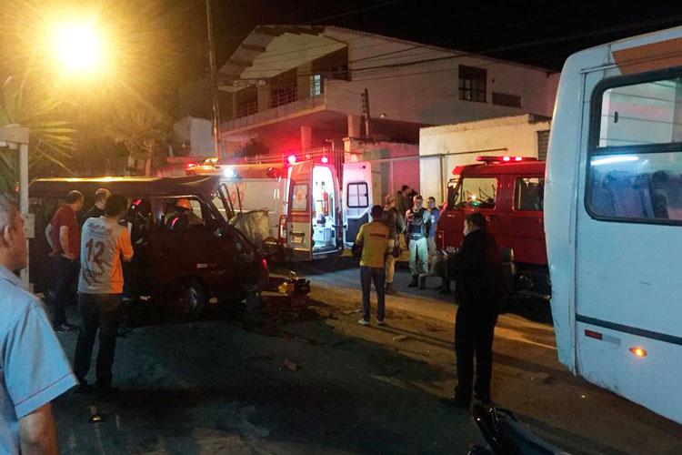 Motorista morre após bater em ônibus parado em semáforo em Vitória da Conquista