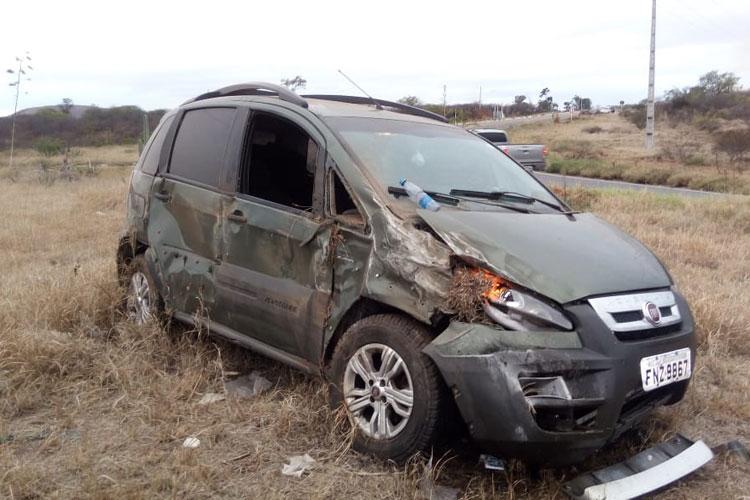 Brumado: Carro capota com família e condutor aponta falta de iluminação no trevo da BR-030