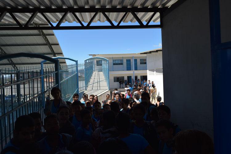 Brumado: Pais e alunos se revoltam contra o programa de tempo integral na Escola Idalina Azevedo