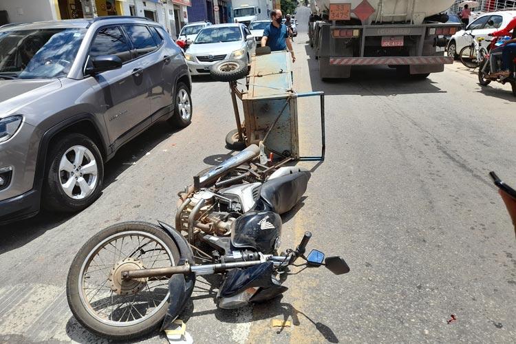 Brumado: Motociclista com reboque tenta pegar corredor e acaba sofrendo acidente na Avenida Coronel Santos