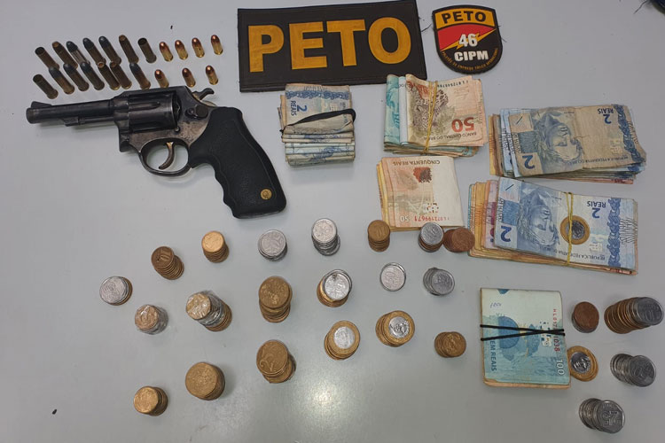 Rio do Pires: Polícia cumpre mandado e apreende revólver, munições e dinheiro