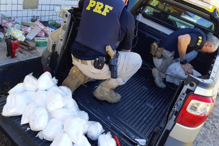 Simões Filho: Homem é preso após polícia achar mais de 70 kg de drogas escondido