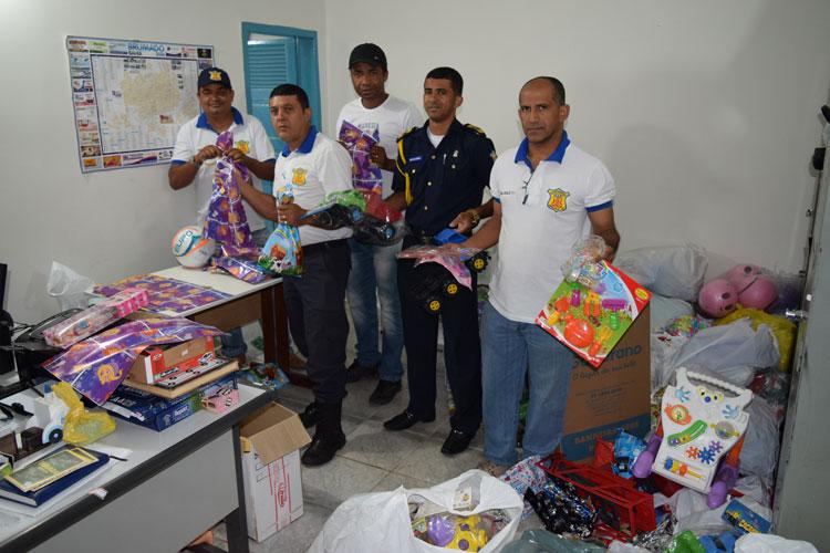 Guarda Municipal de Brumado fez entrega de brinquedos às crianças no sábado (21)