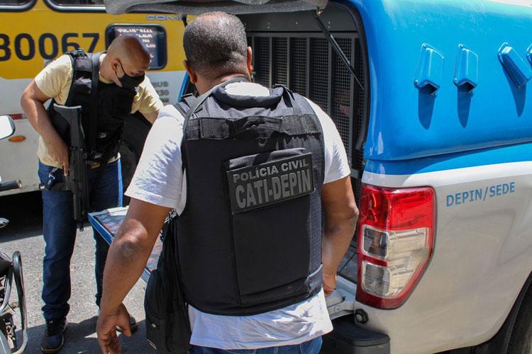 Homem é preso após agredir e golpear ex-companheira com garrafa de vidro na Bahia
