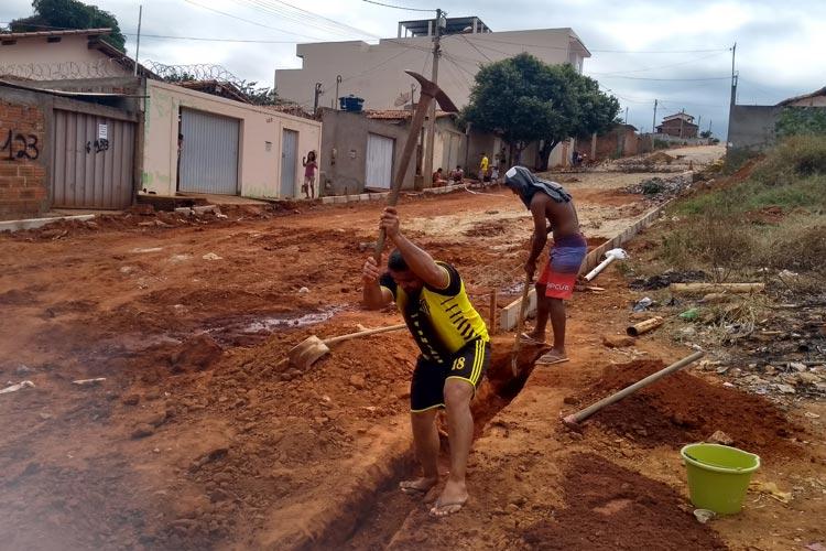 Brumado: Moradores cobram esgotamento em ruas que estão sendo pavimentadas no Bairro Baraúnas