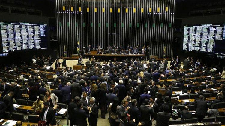 Câmara impõe primeira derrota ao governo