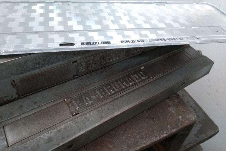 Estampadores de placas de Brumado podem fechar as portas diante do decreto para placas Mercosul