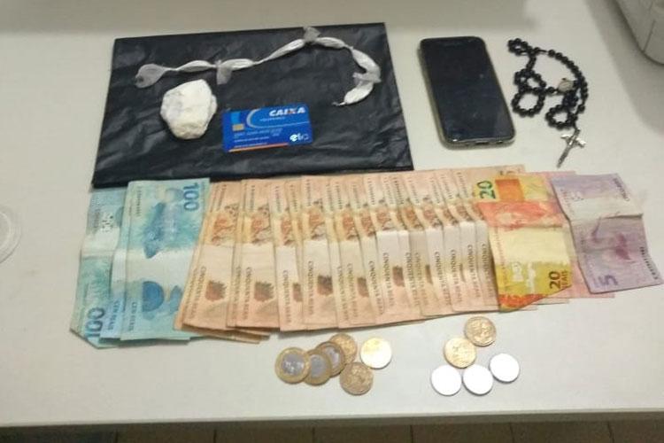 Macaúbas: Drogas e dinheiro são encontrados com traficante