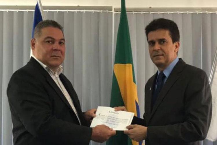 Presidente do Legislativo entrega convite de sessão solene ao presidente da OAB de Brumado