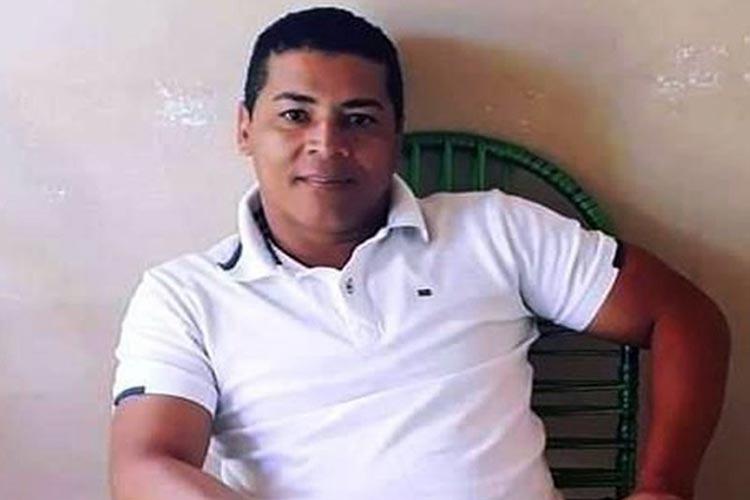 Caminhão cai de ribanceira e motorista morre na BA-262 entre Caraíbas e Aracatu