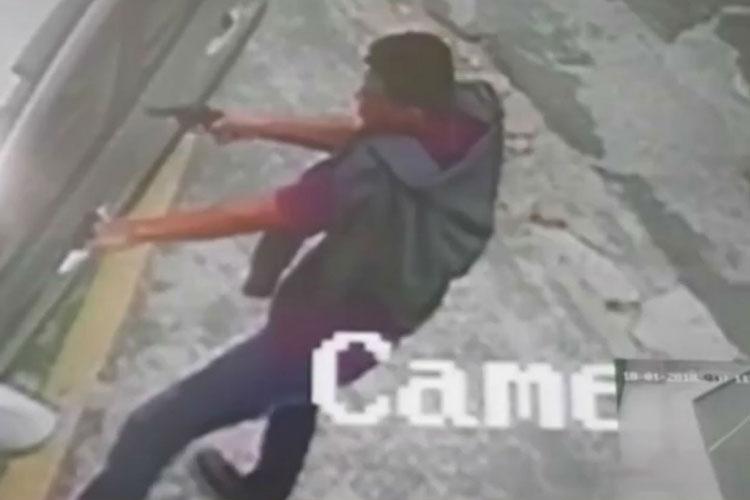 Homem filmado ao atirar em vítima de roubo de carro morre em confronto com a PM em Conquista