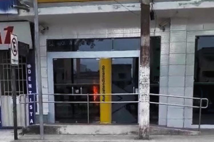 Incêndio atinge agência bancária em distrito de Nova Viçosa