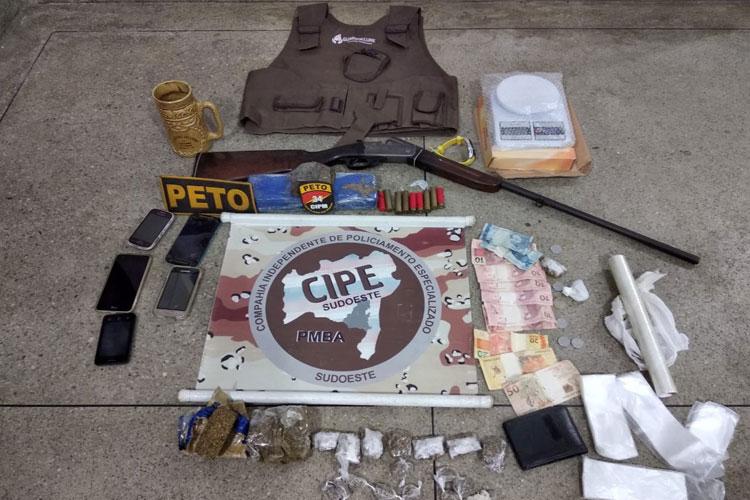 Suspeitos são presos por tráfico de drogas e posse ilegal de arma de fogo em Brumado
