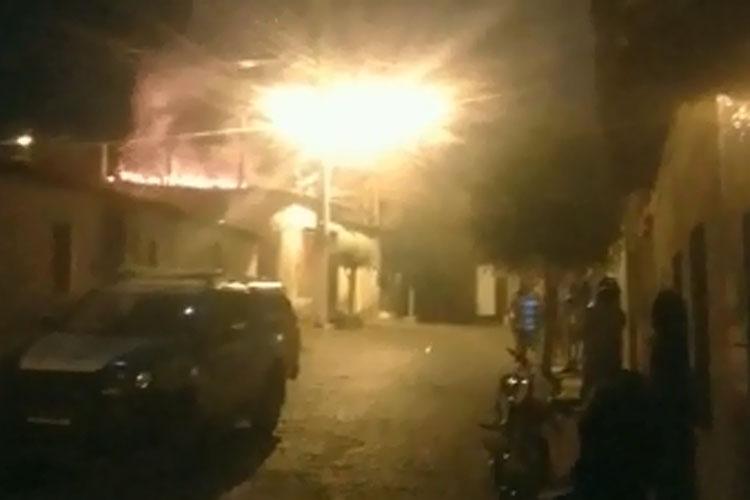 Brumado: Marido flagra esposa com amante dentro de sua casa e incendeia imóvel