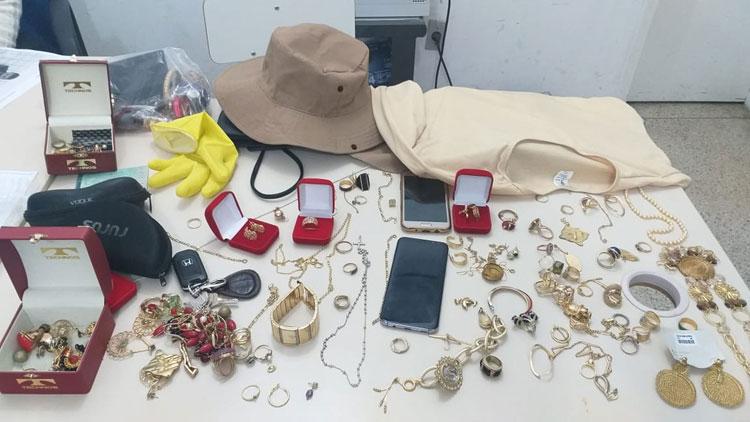 Dupla é presa após se passar por agente de endemias e roubar R$ 30 mil em jóias