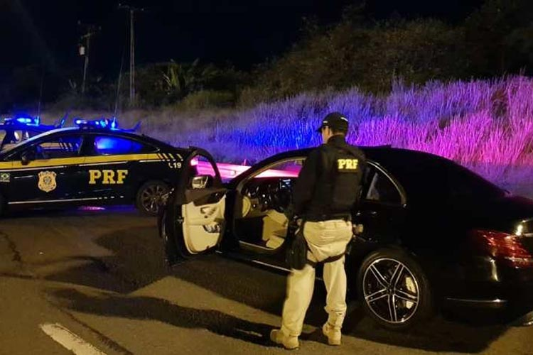 Simões Filho: Homem é preso após ser flagrado com carro de luxo roubado e clonado
