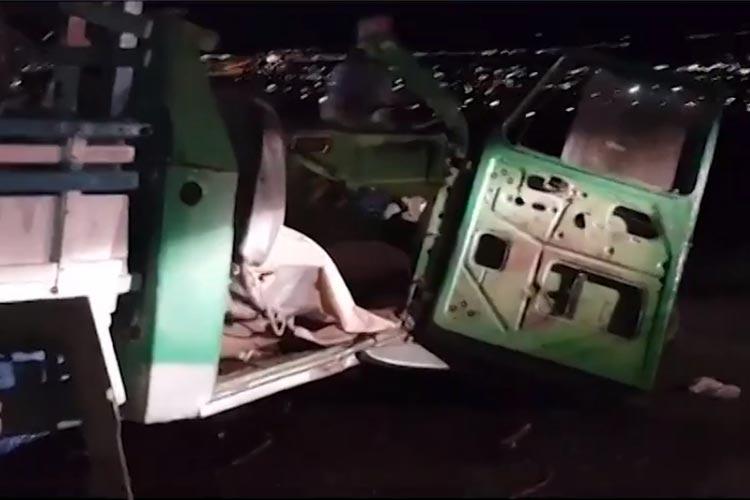Homem morre em batida entre caminhonete com placas de Brumado e carreta em Vitória da Conquista
